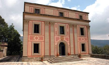 Особняк, в котором жил президент Мануэль Азана, в городе Матадапера, Испания