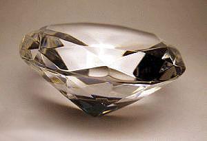 Японские ювелиры стали выращивать алмазы из кошачей шерсти