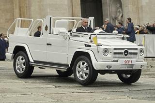 Глава католической церкви Папа Римский Бенедикт XVI утвердил заповеди для автомобилистов