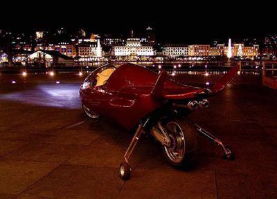 Самый быстрый мотоцикл играючи обгонит современные автомобили