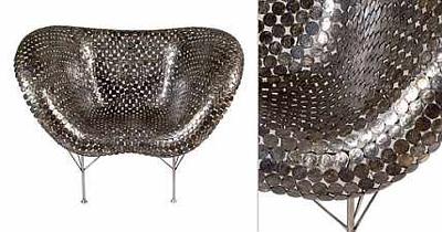 Кресло изготовленное из настоящих монет