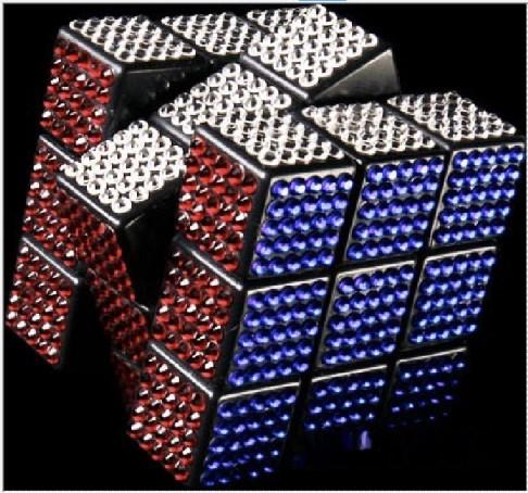 Создан юбилейный золотой Кубик Рубика с гранями из драгоценных камней