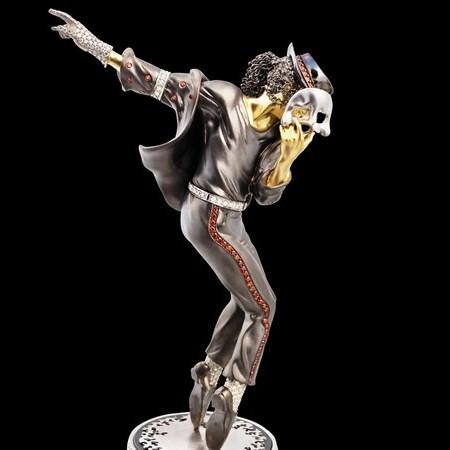 К 55-летию Майкла Джексона создана золотая статуэтка с его изображением