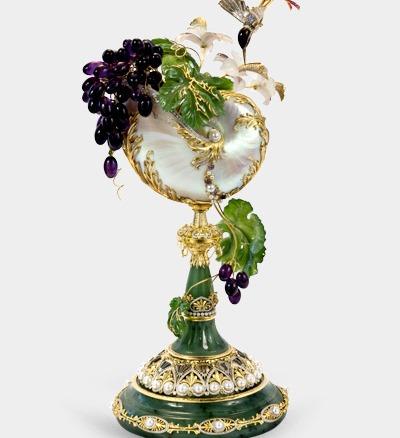 Бриллиантовый «Рог изобилия» с часовым механизмом за  $1.900.000