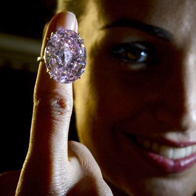 На Sotheby's  продадут самый большой розовый бриллиант мира за $60.000.000