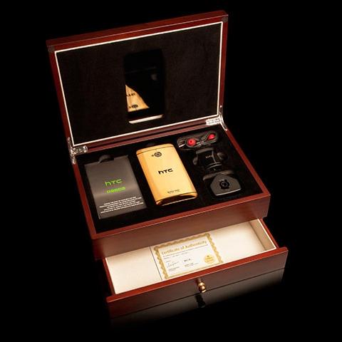 Компания Gold Genie выпустила золотые и платиновые HTC One и для российского рынка