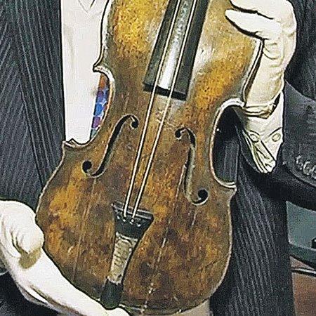 Скрипку, под мелодию которой тонул «Титаник», продали за $1.500.000