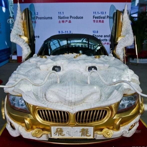 «Летящий дракон»: BMW Z4 одели в золото и в кости яка