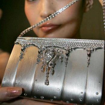Гламурная сумочка с бриллиантами стоит $1.900.000