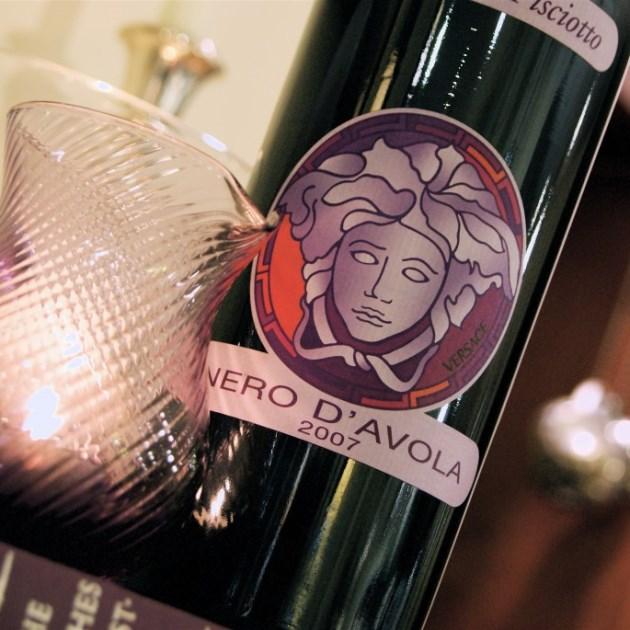 Брендовые модельеры увлеклись дизайном винных этикеток