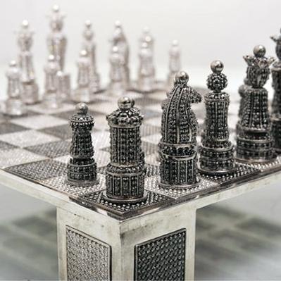 Шахматы за $8.300 украсили кристаллами Swarovski