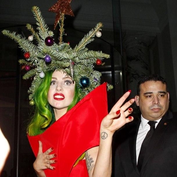 Карнавал роскошных новогодних «звёздных» ёлок