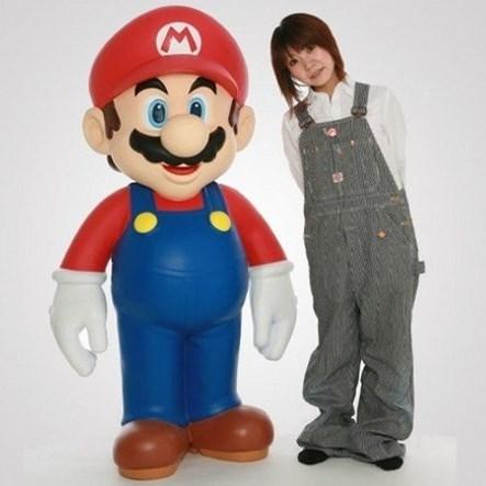 Полноразмерная статуэтка Марио выставлена на продажу