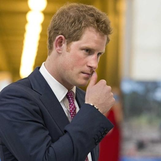 По воле королевы принц Гарри лишился бороды
