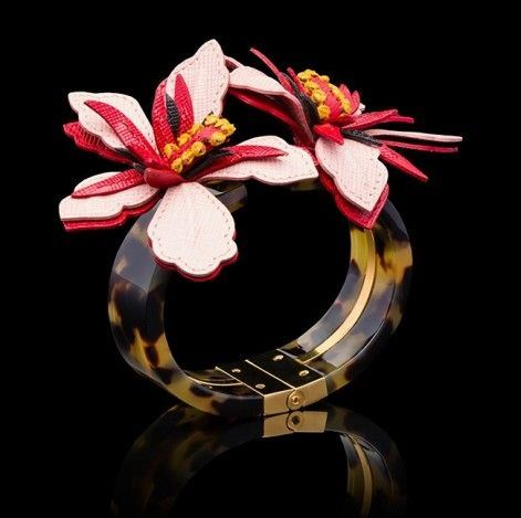 Цветочные мотивы ювелирной коллекции от Prada