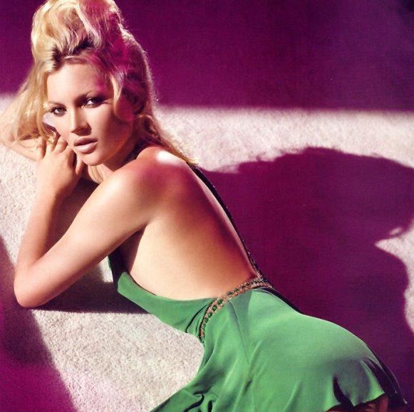 Лицом новой коллекции от Alexander McQueen стала Кейт Мосс