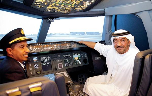 Пассажиры авиакомпании Emirates теперь могут сами управлять лайнером