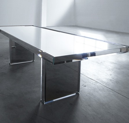 Зеркальный стол от дизайнера Токуджина Йошиока