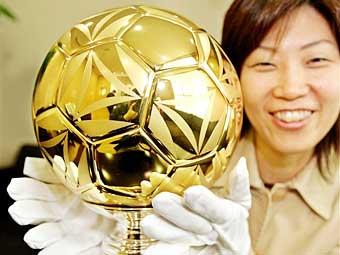 Футбольный «золотой» мяч за $420.000 - символ спортивных побед