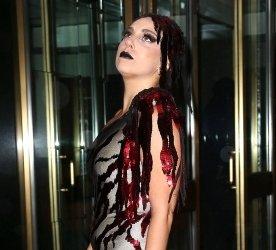 Леди Гага уже не скрывает свою беременность