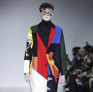 У британцев в моде теперь «одежда-коллаж» с игрушками