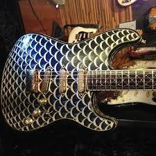 Музыкант-эстет обрадуется гитаре Pine Cone Stratocaster, похожей на яйца Фаберже