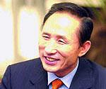 Президент Южной Кореи отказался от зарплаты в пользу бедных