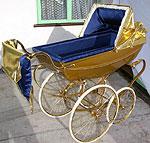 Золотая коляска для вашего малыша стоит почти 12.000 долларов