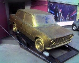 Mike Dunlap увековечивает автомобили в золоте