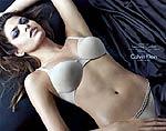 Реклама парфюма от Calvin Klein шокировала своей откровенностью
