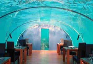 Первый в мире подводный ресторан существует на Мальдивах