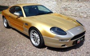 Еще один золотой автомобиль сделали в Англии