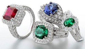 Обручальные кольца с крупными камнями входят в моду