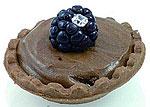 Шоколадное пирожное с бриллиантом