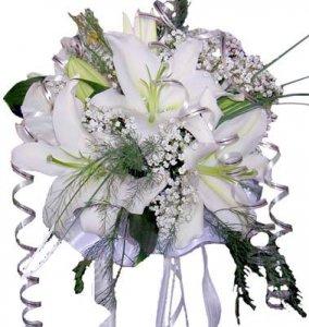 Самый дорогой свадебный букет украшен драгоценностями