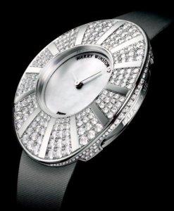 Часы с огромным колличеством бриллиантов