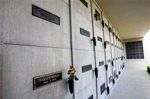 Сколько стоит могила рядом с Монро?!