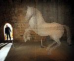 Необыкновенная люстра в форме коня из кристаллов Сваровски
