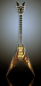 Стильная гитара со змеиным узором