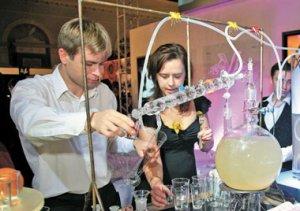 На Московской ярмарке тщеславия продавали вертолёт, суперкар, USB-колье, золотую кастрюлю…