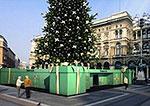 Рождественской елью от Tiffany & Co. любуются жители Милана