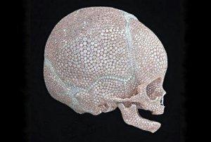 Драгоценный череп младенца от самого дорогого художника в мире