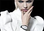 Драгоценные часы с невидимым циферблатом для современных модниц
