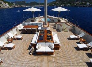 Красавицу-яхту «Corsair Nero» продают уже два года