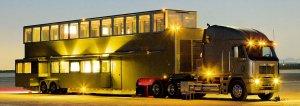 Шикарный двухэтажный дом на колёсах для актёра Эштона Катчера