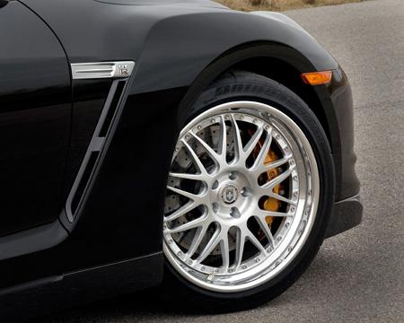 «Лёгким движением руки «Nissan GT-R» превращается, превращается в …»