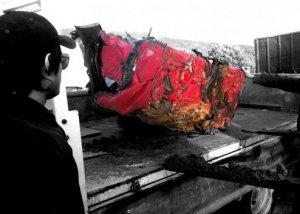 Разбитый вдребезги Ferrari увековечили в дизайнерском столе