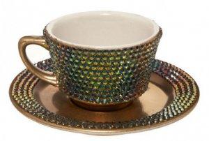 Чайная чашка, украшенная кристаллами Swarovski и копией бриллианта от Lady Gaga