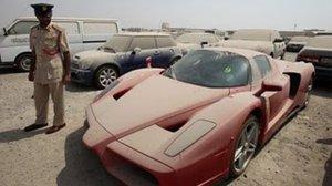 Конфискованный «Ferrari Enzo» за $1 000 000 среди песка и пыли ждёт своего хозяина
