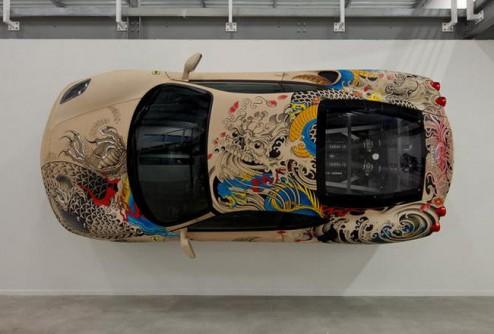 «Татуированный» Ferrari F430 дефилирует в Париже